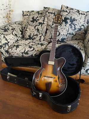 Eastman Archtop Guitar - AR403CE Hollow-Body w/ hard case for Sale in Long Beach, CA