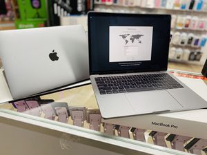 Macbook Pro 💻 13 inch i-5 256 gig (2017) for Sale in Kissimmee, FL