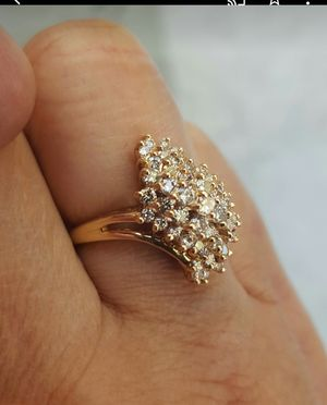 Beautiful Daniel's Jewelers 14K Ladies Women Woman Cluster Diamond Ring for Sale in Monterey Park, CA
