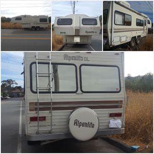 Alpenlite 5th wheel trailer for Sale in San Rafael, CA