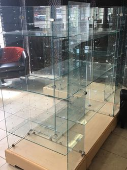Glass Display Retail Units for Sale in Portland,  OR