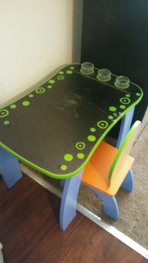 Little kids desk for Sale in Portland, OR