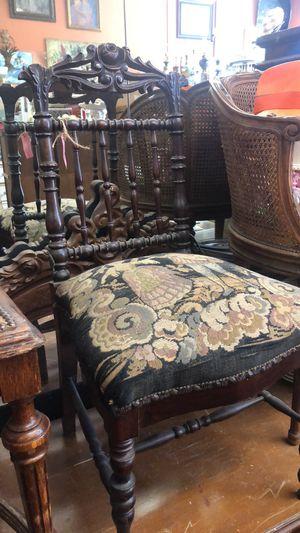 Vintage antique tapestry chair pick up la Mesa for Sale in La Mesa, CA