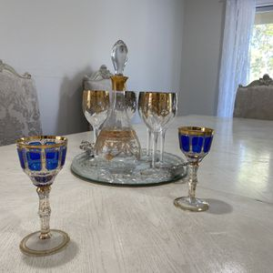 Form Florence Beautiful art wine glass for Sale in La Puente, CA