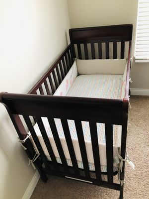 Graco 4 in 1 convertible crib for Sale in Lewis Center, OH