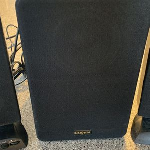 Insignia - 2.1 Speaker System (3-Piece) - Multi Model: NS-3698 Get high-fidelity stereo sound for music, MP3s, movies and games with these computer sp for Sale in Crockett, CA