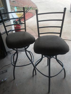 Nice Bar stools high top chairs swivle for Sale in Kennesaw, GA