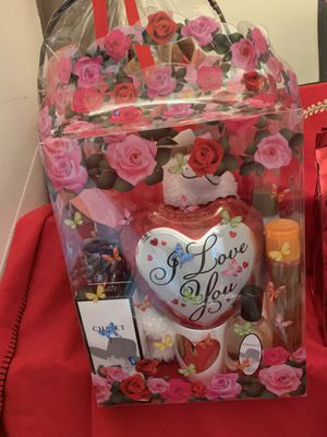 🎈 🧺 ❤️ 🍫 🧸 💝 Valentine's Day gift bags baskets boxes gift sets bears perfume mugs balloons chocolates 🎈 🧺 ❤️ 🍫 🧸 💝 for Sale in Dearborn, MI