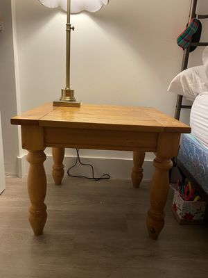 Small wood table $15 for Sale in Dania Beach, FL