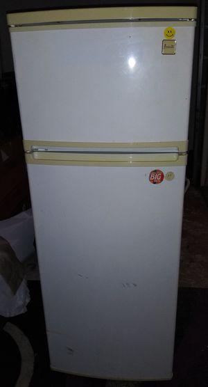 Avanti Refrigerator/Freezer for Sale in St. Petersburg, FL