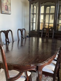 Antique Dining Table (Solid Wood/6 Seated) for Sale in San Bruno,  CA