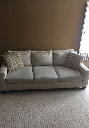 3 Cushion Couch with 2 accent pillows for Sale in Fargo, ND