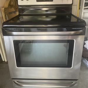 Frigidaire Stove for Sale in Haines City, FL