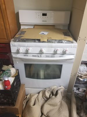 Samsung 5 burner gas stove and oven for Sale in Gambrills, MD