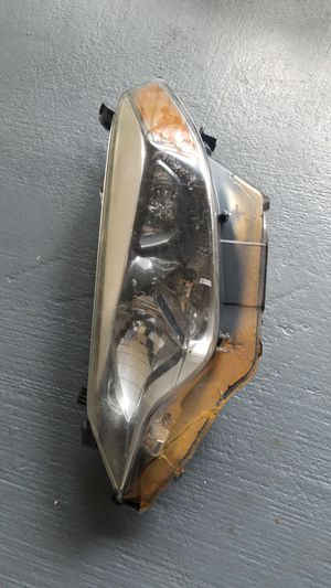 Toyota corolla 16 headlight driver side for Sale in Orlando, FL