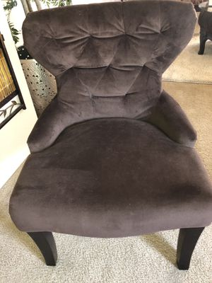 Nice accent chair brown for Sale in North Las Vegas, NV