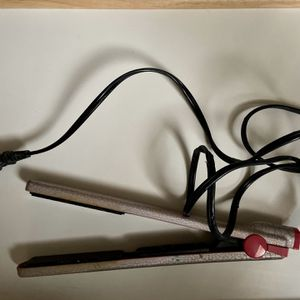 Hair Straightener for Sale in Rio Rancho, NM
