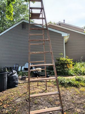 10 foot heavy duty step ladder for Sale in Cranbury, NJ