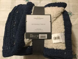 Threshold reversible throw blanket for Sale in Elkhorn, WI