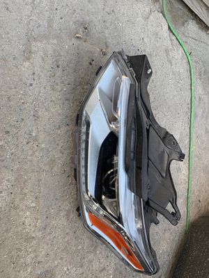 2018 too 2019 Chevrolet Traverse Driver side headlight HID type OEM good condition Insurance quality for Sale in Los Angeles, CA