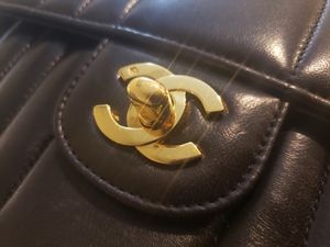 Rare CHANEL Vertical Quilt Caviar Small with gold chain for Sale in Los Angeles, CA