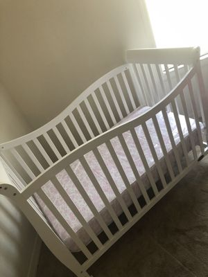 Crib and diaper changer for Sale in Cypress Gardens, FL
