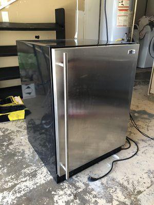 Mini Fridge W/ ICEMAKER GE for Sale in Pasadena, TX
