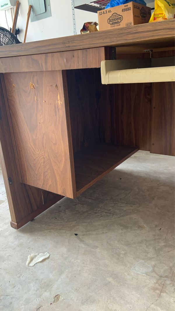 Nice wood desk with left hand side bar. Just moved and desk too big for office.