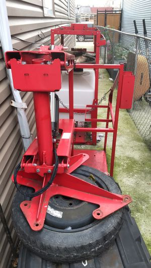 Electric 400 lb capacity Pick Up Bed Lift with Water tank for Sale in Chicago, IL