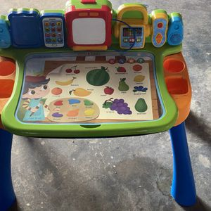 Kids Vetch Desk for Sale in Lake Wales, FL