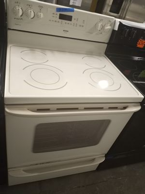 KENMORE OFF WHITE ELECTRIC STOVE WORKING PERFECT W/4 MONTHS WARRANTY for Sale in Baltimore, MD