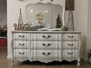 Antique dresser for Sale in Colorado Springs, CO