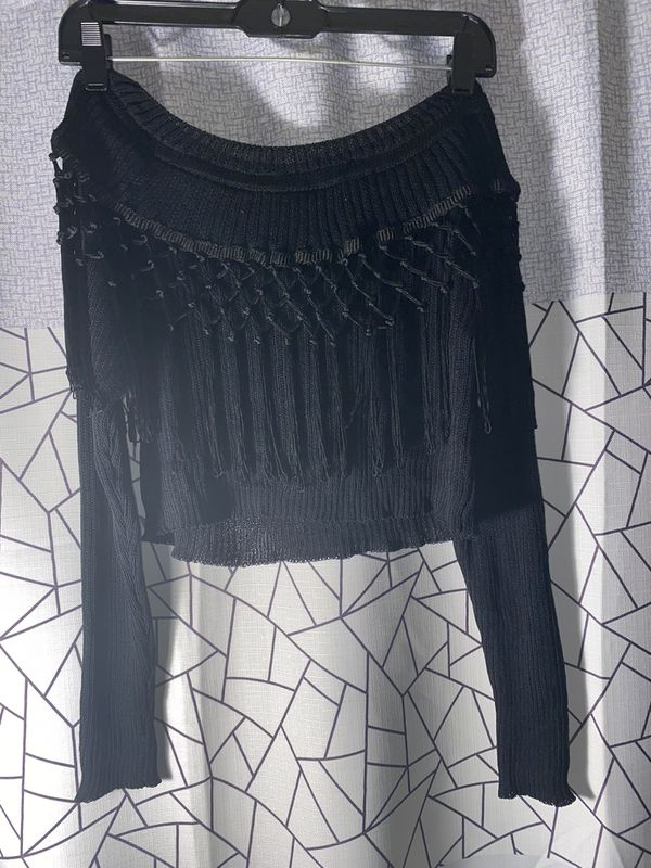 Fringe off shoulder crop sweater