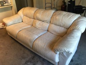 FREE - LEATHER COUCH - FREE 100% LEATHER. GOOD CONDITION. NO TEARS OR RIPS for Sale in Downey, CA