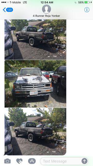 Vendo toyota Hi lux año 86 pickup problemas poner bumba del gas chasis buenas for Sale in Woodbridge, VA