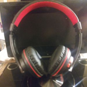 Wireless,blue tooth,Head phones,Beat like style& color,exterior sound reduction technology,clear hi tech sound quality for Sale in Long Beach, CA