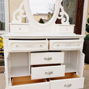 Beautiful Ivory Shabby Chic Girl 8 Drawers Drawer + 2 Shelves + 1 Matching Vanity Mirror INCLUDED for Sale in East Los Angeles, CA
