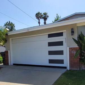 New Garage Door Resortes /cables/secciones/motores /tracks/ Controles for Sale in Lynwood, CA