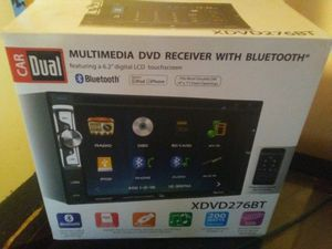 Dual touchscreen CD/DVD player with Kicker sub box. for Sale in Dale, IL