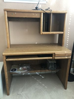 Computer desk - like new for Sale in MONTE VISTA, CA