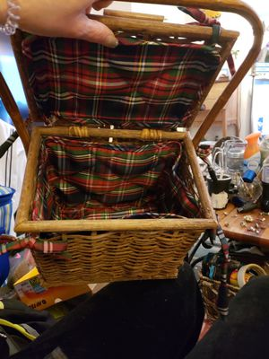 Picnic and Wine Basket with Liner for Sale in Harrisonburg, VA