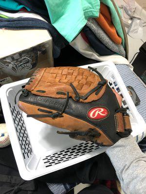 Baseball gloves for Sale in Homestead, FL