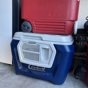 Coolest Cooler And Igloo Cooler Lot Yeti Make Me An Offer Want Gone for Sale in Nuevo, CA