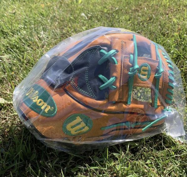 "NWT Wilson A2K MC26 11.75"" Baseball Glove"