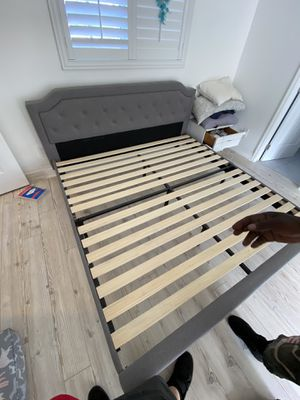 King size bed frame for Sale in Miami, FL
