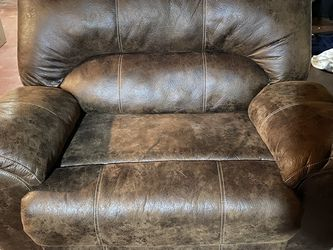 Rustic Brown Oversized Recliner - Like New for Sale in Glendora,  NJ