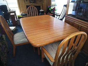 DINING ROOM TABLE AND CHAIRS for Sale in Terrebonne, OR