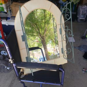 Wall mirror,. 30 inches tall for Sale in Las Vegas, NV