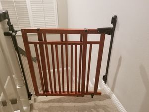 Summer infant top of stairs baby gate for Sale in Marina del Rey, CA