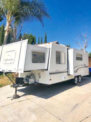 2004 Fleetwood Caravan 25FT Travel Trailer for Sale in Norco, CA